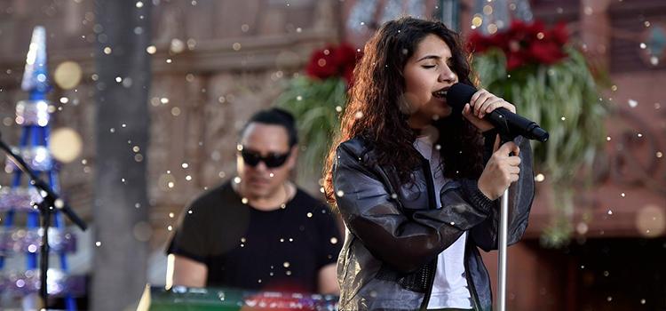 """Alessia Cara apresenta """"Holly Jolly Christmas"""" em especial da ABC"""