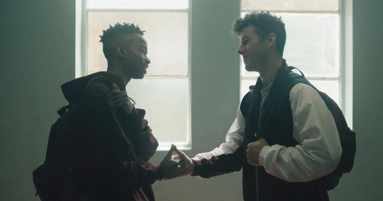 """Assista ao videoclipe de """"1-800-273-8255"""", novo single do Logic em parceria com Alessia Cara e Khalid"""