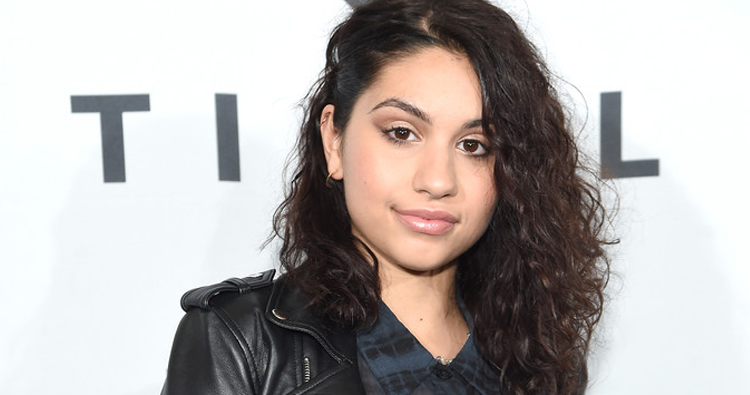 "Alessia Cara é adicionada como mentora do programa ""The Launch"""