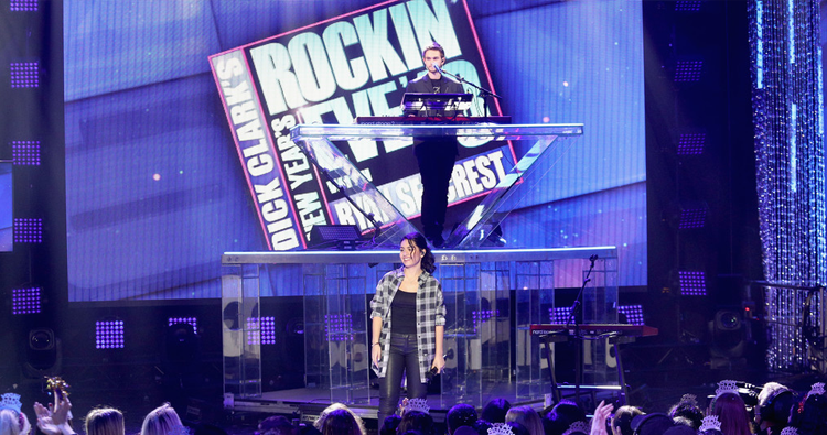 "Alessia Cara e Zedd apresentam ""Stay"" no New Year's Rockin' Eve 2018"