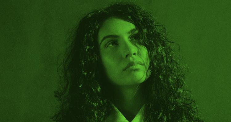 """THE LINE OF BEST FIT: """"O novo álbum de Alessia Cara adota tanto a tristeza quanto autoconsciência"""""""