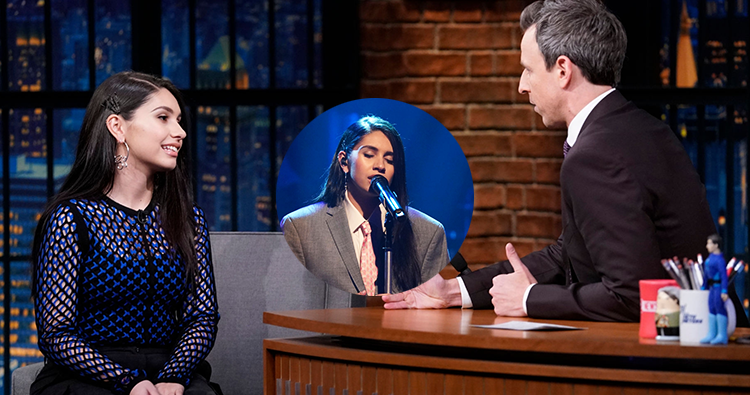 "Alessia Cara concede entrevista e performa ""Out Of Love"" no programa Late Night with Seth Meyers"