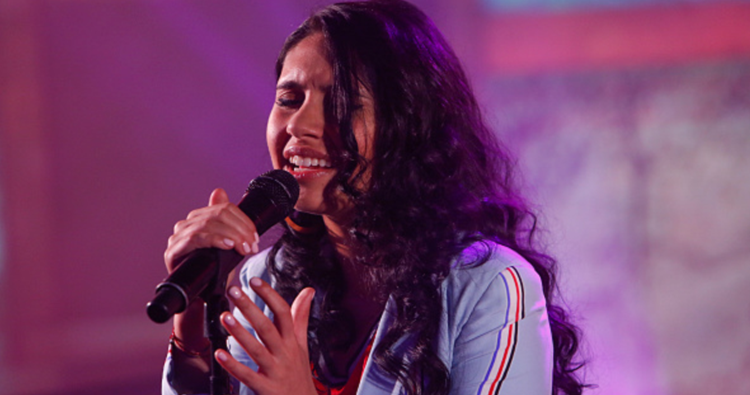"Alessia Cara performa ""Out Of Love"" no programa Jimmy Kimmel Live"